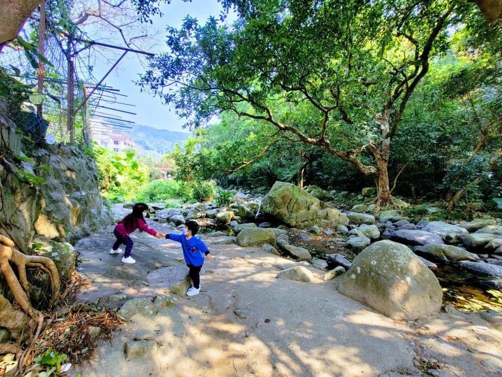[ 親子好去處] 尋找龍貓的森林~溪澗+農田~帶著孖寶去行山